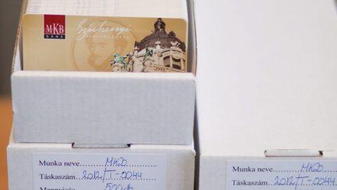 Budapest, 2012. január 30.A kész Széchenyi Pihenőkártyák (SZÉP-kártya), amelyeket a Magyar Kereskedelmi Bank (MKB) bocsájt ki, 500-as dobozokban kerülnek tárolásra a Pénzjegynyomdában. MTI Fotó: Pénzjegynyomda