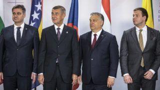 Szófia, 2018. július 7.A Miniszterelnöki Sajtóiroda által közreadott képen Orbán Viktor miniszterelnök (b3) Kína, valamint 16 kelet- és közép-európai ország évenkénti csúcstalálkozóján Szófiában 2018. július 7-én. Mellette balról Denis Zvizdic bosznia-hercegovinai (b) és Andrej Babis cseh miniszterelnök, jobbról Vilius Sapoka litván pénzügyminiszter.MTI Fotó: Miniszterelnöki Sajtóiroda / Szecsődi Balázs
