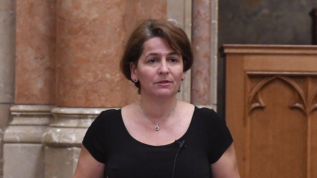"""Budapest, 2018. június 5. Varga-Damm Andrea jobbikos képviselõ az egyes törvényeknek a jogellenes bevándorlás elleni intézkedésekkel kapcsolatos módosításáról szóló törvényjavaslat, azaz a """"Stop Soros"""" vitáján az Országgyûlés plenáris ülésén 2018. június 5-én. A Pintér Sándor belügyminiszter által benyújtott törvénycsomaggal a kormány meg akarja akadályozni, hogy Magyarországból is bevándorlóország legyen. MTI Fotó: Máthé Zoltán"""