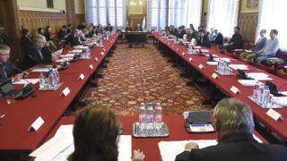 Budapest, 2017. október 12. Az Országgyûlés törvényalkotási bizottságának ülése az Országházban 2017. október 12-én. MTI Fotó: Bruzák Noémi