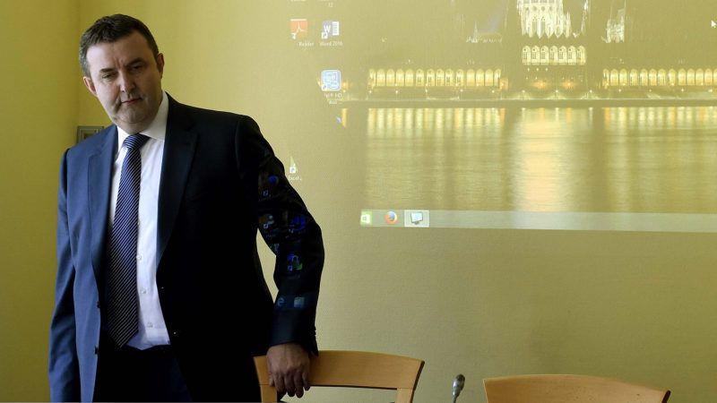 Budapest, 2018. május 14.Palkovics László innovációért és technológiáért felelős miniszterjelölt érkezik kinevezés előtti meghallgatására az Országgyűlés fenntartható fejlődés bizottságának ülésére az Országgyűlés Irodaházában 2018. május 14-én.MTI Fotó: Bruzák Noémi