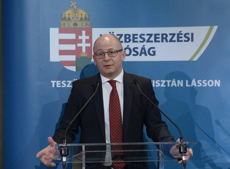 Budapest, 2018. április 5.Rigó Csaba, a Közbeszerzési Hatóság elnöke beszédet mond a hatóság egyházi közbeszerzésekről szervezett konferenciáján a budapesti MOM Kulturális Központban 2018. április 5-én.MTI Fotó: Soós Lajos