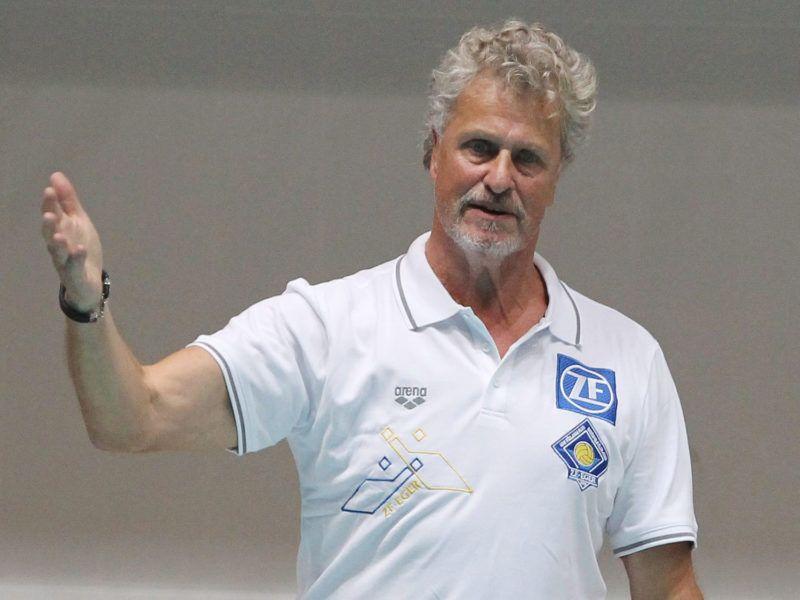 Eger, 2013. november 20.Gerendás György, az Eger vezetőedzője a férfi vízilabda Bajnokok Ligája főtábla első játéknapján, a ZF-Eger - Pro Recco találkozón az egri Bitskey Aladár Uszodában 2013. november 20-án. Az olasz csapat 8-7-re megnyerte a mérkőzést.MTI Fotó: Kovács Anikó