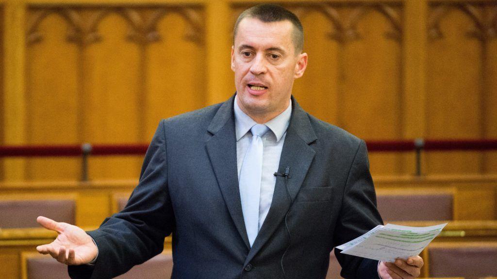 Budapest, 2017. május 19. Sneider Tamás, az Országgyûlés jobbikos alelnöke felszólal az Országgyûlés plenáris ülésén 2017. május 19-én. MTI Fotó: Balogh Zoltán