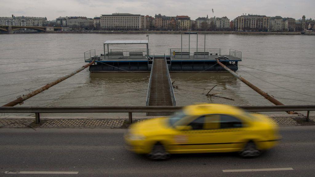 Budapest, 2018. január 10. A Duna fõvárosi szakasza 463 centiméter körüli vízállásnál az Angelo Rotta rakpartnál 2018. január 10-én. MTI Fotó: Balogh Zoltán