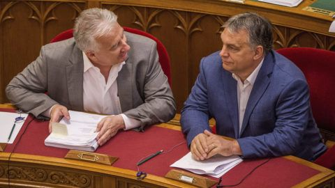 Budapest, 2018. július 17.Orbán Viktor miniszterelnök (j) és Semjén Zsolt miniszterelnök-helyettes az Országgyűlés plenáris ülésén 2018. július 17-én.MTI Fotó: Balogh Zoltán