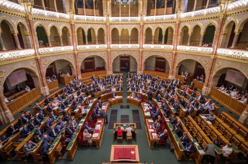 Budapest, 2018. július 17. Szemben Orbán Viktor miniszterelnök (j2) és Semjén Zsolt miniszterelnök-helyettes (j), balra Kövér László házelnök az Országgyûlés plenáris ülésén 2018. július 17-én. MTI Fotó: Balogh Zoltán