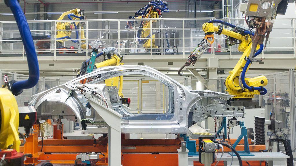 Győr, 2017. május 23.Robotok dolgoznak az Audi Hungária Zrt. győri karosszériaüzemében 2017. május 23-án.MTI Fotó: Krizsán Csaba