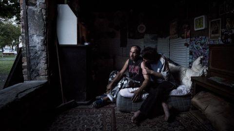 Budapest, 2017. szeptember 18.Hajléktalan pár egy elhagyatott fővárosi trafóházban 2017. szeptember 18-án.MTI Fotó: Mónus Márton