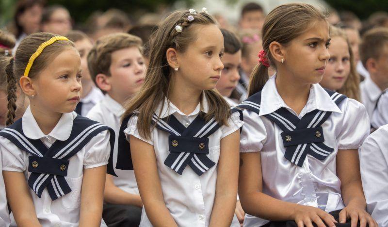 Szigetszentmiklós, 2016. június 21. Diákok az Orosházi Református Két Tanítási Nyelvû Általános Iskola tanévzáró ünnepségén 2016. június 21-én. MTI Fotó: Rosta Tibor