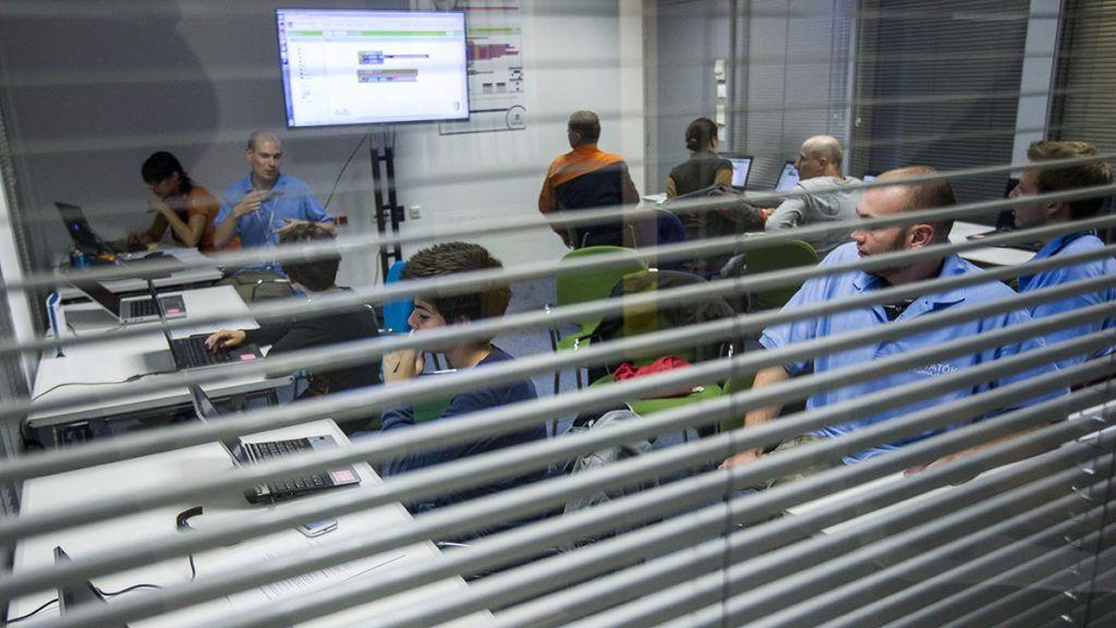 Budapest, 2014. szeptember 26.Android rendszerre programozók a Kutatók éjszakáján az Ericsson Magyarország Kft. Kutató-Fejlesztő Központjában, Budapesten 2014. szeptember 26-án.MTI Fotó: Szigetváry Zsolt