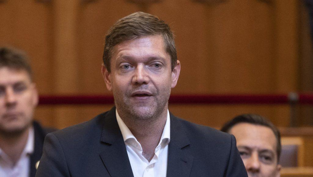 Budapest, 2018. július 3. Tóth Bertalan, az MSZP frakcióvezetõje felszólal napirend elõtt az Országgyûlés plenáris ülésén 2018. július 3-án. MTI Fotó: Szigetváry Zsolt