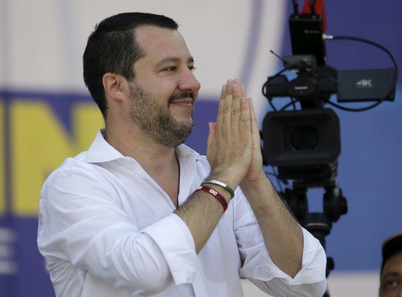 Pontida, 2018. július 1. Matteo Salvini olasz belügyminiszter, a Liga párt elnöke pártjának évenkénti nagygyûlésén az észak-olaszországi Pontidában 2018. július 1-jén. (MTI/AP/Luca Bruno)