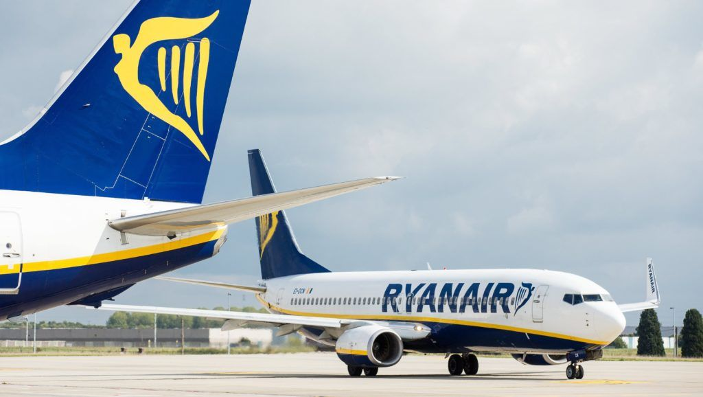Charleroi, 2017. szeptember 19. A Ryanair ír légitársaság repülõgépei a belgiumi Charleroi repülõtéren 2017. szeptember 19-én. A cég több mint 2000 járatát törölte, ebbõl 143 Belgiumból induló járatot pilótahiány, a légiforgalmi irányítás kapacitásának szûkössége, a sztrájkok, a kedvezõtlen idõjárás, valamint a személyzet szabadságának kötelezõ kiadása miatt. (MTI/EPA/Stephanie Lecocq)
