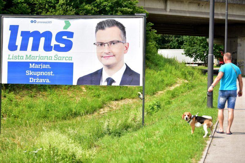 Ljubljana, 2018. május 28. Marjan Sarecnek, a Párt a szlovén Parlamenti Választásokért 2018 jelöltjének a választási plakátja Ljubljanában 2018. május 28-án. Szlovéniában június 3-án tartanak parlamenti választást. (MTI/EPA/Igor Kupljenik)