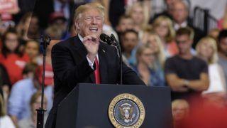 Nashville, 2018. május 30. Donald Trump amerikai elnök beszédet mond egy kampányrendezvényen, amelyet Marsha Blackburn republikánus képviselõ újraválasztásért tartottak a Tennessee állambeli Nashville-ben 2018. május 29-én. (MTI/EPA/Rick Musacchio)