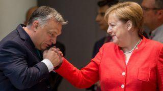 Brüsszel, 2018. június 29. Orbán Viktor miniszterelnök (b) és Angela Merkel német kancellár az Európai Unió brüsszeli csúcstalálkozója második napi tanácskozása kezdetén 2018. június 29-én. (MTI/EPA/Stephanie Lecocq)