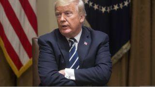 Washington, 2018. július 17. Donald Trump amerikai elnök megbeszélésen vesz részt törvényhozókkal a washingtoni Fehér Házban 2018. július 17-én, a Vlagyimir Putyin orosz államfõvel tartott kétoldalú találkozójának másnapján. (MTI/EPA/Michael Reynolds)