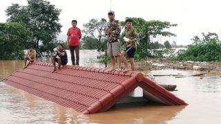 Attapeu, 2018. július 24. Háztetõn rekedt lakosok a laoszi Attapeu tartományban, miután az elõzõ este átszakadt a nemrég megépített, de még nem termelõ Szepian-Sze Nam Noj erõmû gátja 2018. július 24-én. Körülbelül ötmilliárd köbméter víz zúdult ki a tározóból, az áradatban mintegy 6600 ember otthona semmisült meg, sokan meghaltak, több százan eltûntek. (MTI/EPA/ABC Laos News)