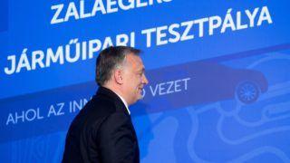 Zalaegerszeg, 2017. május 19. Orbán Viktor miniszterelnök az önvezető járművek fejlesztését is szolgáló tesztpálya alapkőletételén Zalaegerszegen, Tudományos és Technológiai Parkban 2017. május 19-én. MTI Fotó: Koszticsák Szilárd