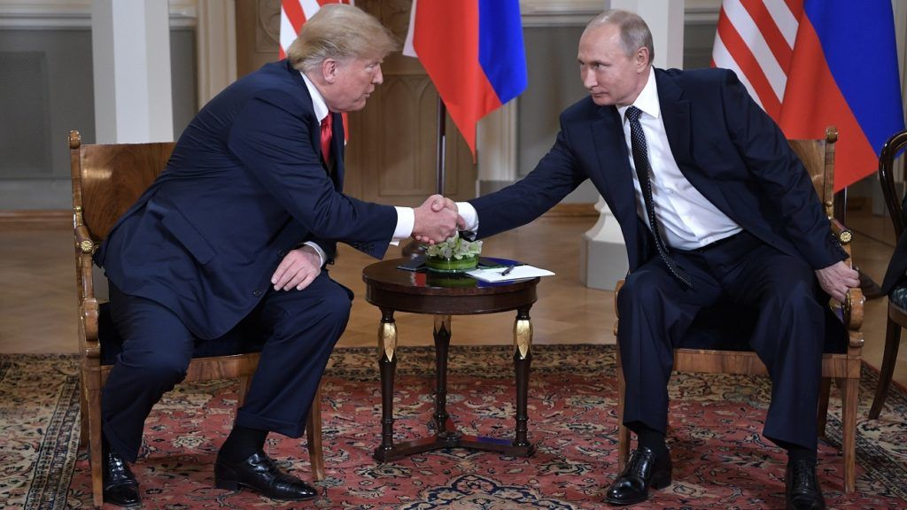 US President Donald Trump shakes hands with Russia's President Vladimir Putin (R) during a meeting in Helsinki, on July 16, 2018. / AFP PHOTO / SPUTNIK / Aleksey Nikolskyi