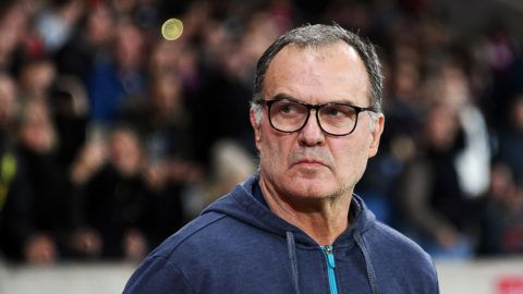 Lille's Argentinian head coach Marcelo Bielsa looks on  during the French L1 football match between Lille (LOSC) and Saint-Etienne (ASSE) at the Pierre-Mauroy Stadium in Villeneuve d'Ascq, near Lille, northern France, on November 17 2017. / AFP PHOTO / DENIS CHARLET