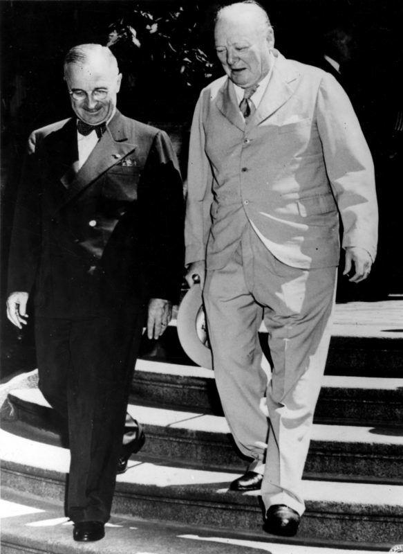 Deuxieme (Seconde) guerre mondiale (1939-1945) - World War II (WWII or WW2) : Potsdam (Allemagne) 21 juillet 1945 : Sourire aux levres, le President des Etats-Unis Harry S.Truman et le Premier Minsitre britannique Sir Winston Churchill entre deux seances de la Conference tri-partite. ©Usis-Dite/Leemage