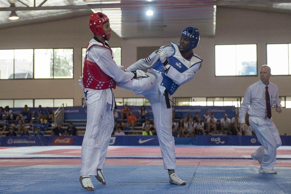 Foto de accion durante la competencia final de Taekwondo Masculino Mas 87 Kg desde la sede de MRY Tapiz A en Barranquilla, Colombia.    EN LA FOTO:    Action photo during the final Taekwondo Masculino Mas 87 Kg competition from the headquarters of MRY Tapiz A in Barranquilla, Colombia.    IN THE PHOTO: