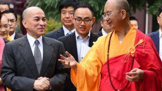(160804) -- XI'AN, Aug. 4, 2016 (Xinhua) -- Cambodian King Norodom Sihamoni (L), accompanied by Master Xuecheng (R), abbot of Famen Temple, visits the temple in Baoji City, northwest China's Shaanxi Province, Aug. 4, 2016. (Xinhua/Shao Rui) (mp)