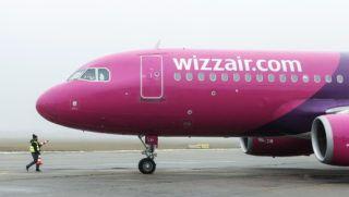 Debrecen, 2017. december 23. Érkezik a londoni gép. December 23-án a WIZZAIR W67852 járata Airbus 320-as gépével 178 személyt hozott Londonból. Az elmúlt évhez mérten tizenegy százalékkal nõtt a Debreceni Repülõtér utasforgalma, ami 2017 végére meghaladta a 320.000-et. MTVA/Bizományosi: Oláh Tibor  *************************** Kedves Felhasználó! Ez a fotó nem a Duna Médiaszolgáltató Zrt./MTI által készített és kiadott fényképfelvétel, így harmadik személy által támasztott bárminemû – különösen szerzõi jogi, szomszédos jogi és személyiségi jogi – igényért a fotó készítõje közvetlenül maga áll helyt, az MTVA felelõssége e körben kizárt.