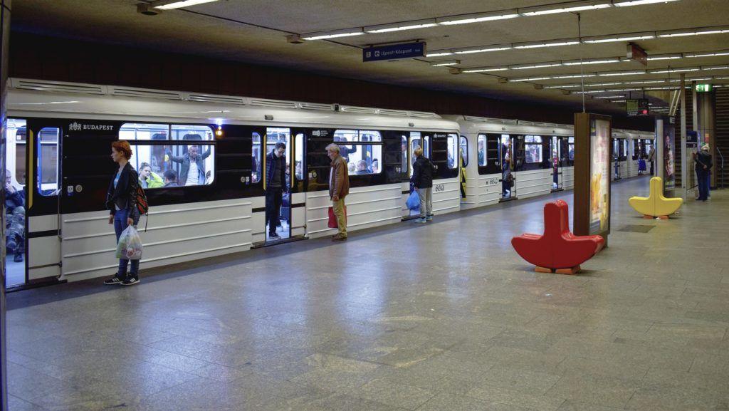 Budapest, 2017. szeptember 23. Felújított metrószerelvény áll a Lehel téri állomáson. MTVA/Bizományosi: Róka László  *************************** Kedves Felhasználó! Ez a fotó nem a Duna Médiaszolgáltató Zrt./MTI által készített és kiadott fényképfelvétel, így harmadik személy által támasztott bárminemû – különösen szerzõi jogi, szomszédos jogi és személyiségi jogi – igényért a fotó készítõje közvetlenül maga áll helyt, az MTVA felelõssége e körben kizárt.