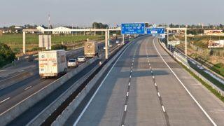 Szigetszentmiklós, 2013. június 29. Megnyílt a közforgalom elõtt az M0-ás autóút, M6-os autópálya és 51-es fõút közötti 11 kilométer hosszú, három forgalmi és egy leálló sávos, Szeged felé tartó fél pályája. A hozzávetõleg nettó 34 milliárd forintos projekt az Új Széchenyi Terv keretében, az Európai Unió támogatásával, a kohéziós alap társfinanszírozásával valósult meg. MTVA/Bizományosi: Faludi Imre  *************************** Kedves Felhasználó! Az Ön által most kiválasztott fénykép nem képezi az MTI fotókiadásának, valamint az MTVA fotóarchívumának szerves részét. A kép tartalmáért és a szövegért a fotó készítõje vállalja a felelõsséget.