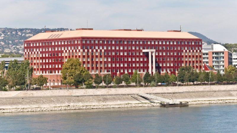 Budapest, 2013. szeptember 9. Az ELTE Társadalomtudományi Karának  déli épülettömbje a lágymányosi Duna-parton. MTVA/Bizományosi: Faludi Imre  *************************** Kedves Felhasználó! Az Ön által most kiválasztott fénykép nem képezi az MTI fotókiadásának, valamint az MTVA fotóarchívumának szerves részét. A kép tartalmáért és a szövegért a fotó készítõje vállalja a felelõsséget.