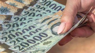 Budapest, 2016. szeptember 10.Az újfajta húszezer forintos bankjegyek. Magyarország ma is hivatalos fizetőeszközét, a forintot, 70 évvel ezelőtt, 1946. augusztus elsején vezették be. A pengőt felváltó új pénz nevét I. Károly történelmi aranyforintjáról kapta. MTVA/Bizományosi: Faludi Imre ***************************Kedves Felhasználó!Ez a fotó nem a Duna Médiaszolgáltató Zrt./MTI által készített és kiadott fényképfelvétel, így harmadik személy által támasztott bárminemű – különösen szerzői jogi, szomszédos jogi és személyiségi jogi – igényért a fotó készítője közvetlenül maga áll helyt, az MTVA felelőssége e körben kizárt.