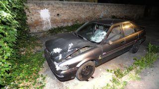 Budapest, 2018. augusztus 1. Cserbenhagyásos gázolásban összetört autó Budapesten 2018. augusztus 1-jén. A sofõr elütött egy gyalogost a Könyves Kálmán körút és a Kõbányai út keresztezõdésében, majd megállás nélkül elhajtott a helyszínrõl, de késõbb feladta magát. A balesetben a gyalogos olyan súlyos sérüléseket szenvedett, hogy a kórházba szállítását követõen életét vesztette. MTI Fotó: Mihádák Zoltán
