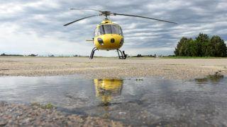 Szolnok, 2016. július 14.A Magyar Honvédség AS-350B típusú helikoptere gyakorlórepülés előtt a szolnoki Ittebei Kiss József helikopterbázison 2016. július 14-én. A felderítésre, kiképzésre és futárszolgálatra alkalmas könnyű helikopterből júniusban kettő került a légi bázisra.MTI Fotó: Mészáros János