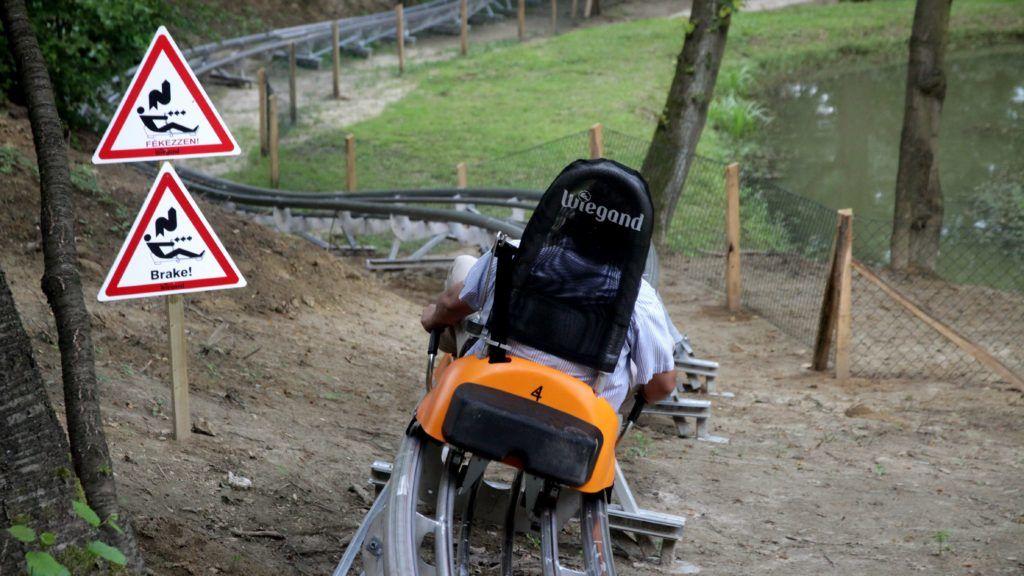 Kislõd, 2014. július 25. A kislõdi Sobri Jóska Kalandparkban felavatott bobpálya egyik szakasza 2014. július 25-én. A 900 méter hosszú pálya a Bakony elsõ bobpályája. MTI Fotó: Nagy Lajos