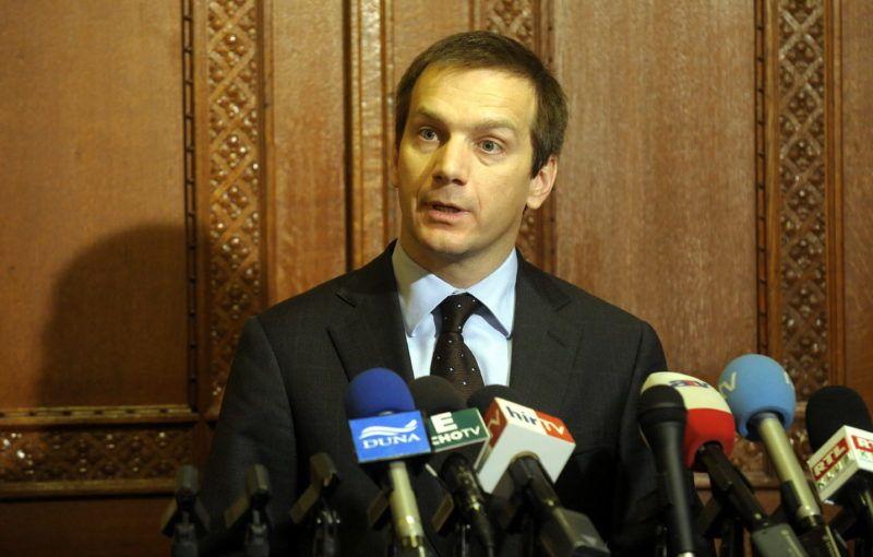 Budapest, 2009. november 23. Bajnai Gordon miniszterelnök sajtótájékoztatót tart, miután megbeszélést folytatott a Budapestre akkreditált nagykövetekkel. MTI Fotó: Kovács Attila