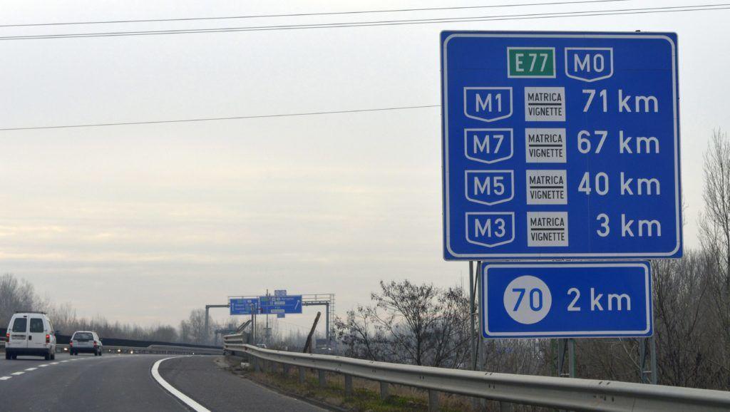 Budapest, 2014. december 11. Az M0-s autóút 11-es út és M3-as autópálya közötti szakasza Budapest határában 2014. december 11-én. Megszûnik januártól az M0-s általános díjmentessége. Az NFM közleménye szerint a körgyûrû M5-ös és M4-es (4. sz. fõút), valamint M3-as autópálya és 11. sz. fõút közötti szakaszai, és a gyorsforgalmi úthálózat M0-s autópályán belüli részei (például M1-es és M7-es bevezetõ a Budapest táblától) januártól csak matricával használhatók. Az M0-s körgyûrû egyes elemei uniós forrásból épültek vagy újultak meg, ezeken a szakaszokon a díj bevezetését az EU támogatási szabályai nem teszik lehetõvé. MTI Fotó: Kovács Attila