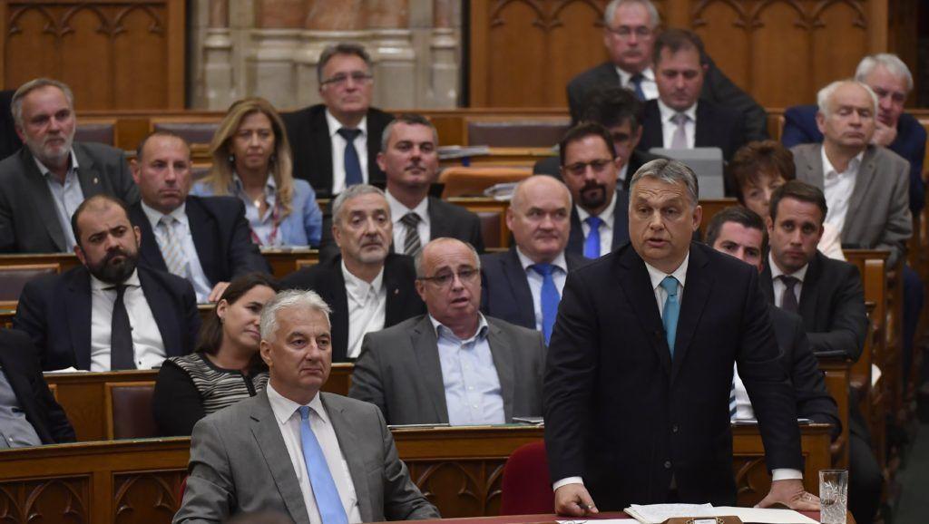 Közel négymilliós fizetésemelést kapott két miniszter