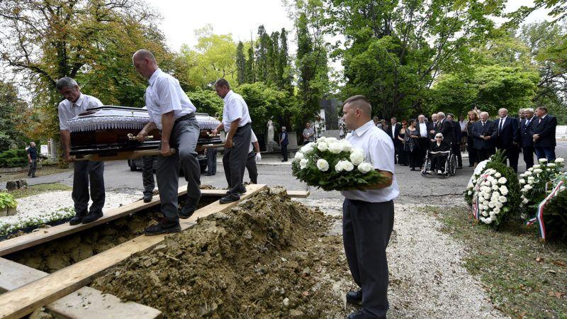 Budapest, 2018. augusztus 15.Szepesi György temetése a Farkasréti temetőben 2018. augusztus 15-én. A legendás rádiós sportriporter 96 éves korában, július 25-én hunyt el.MTI Fotó: Illyés Tibor