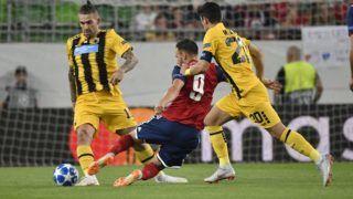 Budapest, 2018. augusztus 22. Huszti Szabolcs (k), valamint Marko Livaja (b) é Petrosz Mantalosz, a görög csapat játékosai a labdarúgó Bajnokok Ligája selejtezõjének 4. fordulójában játszott Vidi FC - AEK Athén mérkõzésen a Groupama Arénában 2018. augusztus 22-én. MTI Fotó: Illyés Tibor