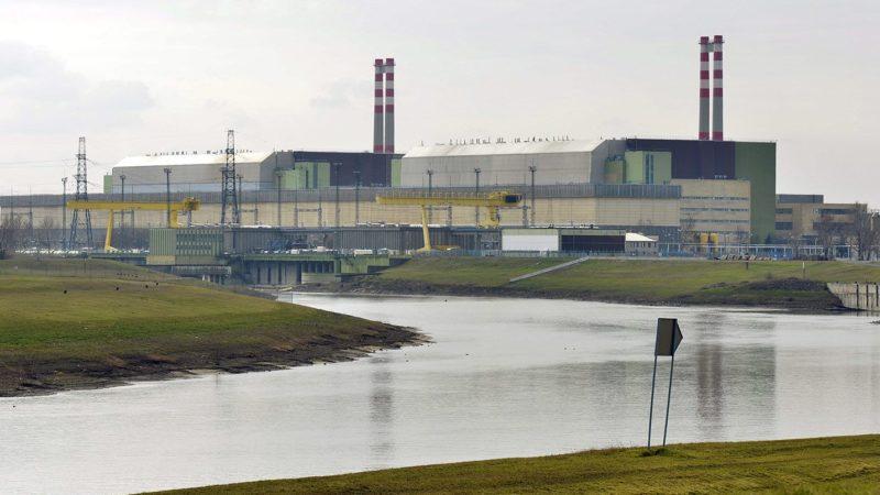 Paks, 2014. február 24.A paksi atomerőmű, előtérben a Duna-víz csatorna 2014. február 24-én.MTI Fotó: Máthé Zoltán