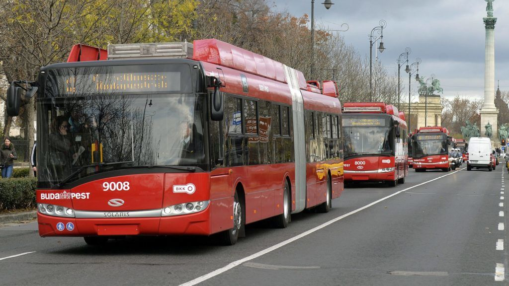 Budapest, 2015. november 16. Új Solaris-Skoda trolibuszok az Andrássy úton 2015. november 16-án. Délutántól hét ilyen jármû kezdi meg az utasok szállítását a 72-es, a 76-os és a 79-es vonalon. MTI Fotó: Máthé Zoltán