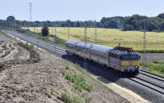 Galgahévíz, 2018. augusztus 7. InterCity a felújított pályaszakaszon Galgahévíz közelében a felújítás alatt álló az Aszód és Hatvan közötti vasútvonalon 2018. augusztus 7-én. MTI Fotó: Máthé Zoltán