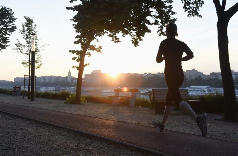 Budapest, 2018. május 26.Egy futó a fővárosi Margit-szigeten 2018. május 26-án reggel.MTI Fotó: Bruzák Noémi