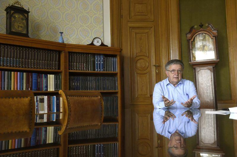 Budapest, 2018. július 16. Lovász László, a Magyar Tudományos Akadémia elnöke interjút ad az irodájában az MTI újságírójának 2018. július 12-én. MTI Fotó: Bruzák Noémi