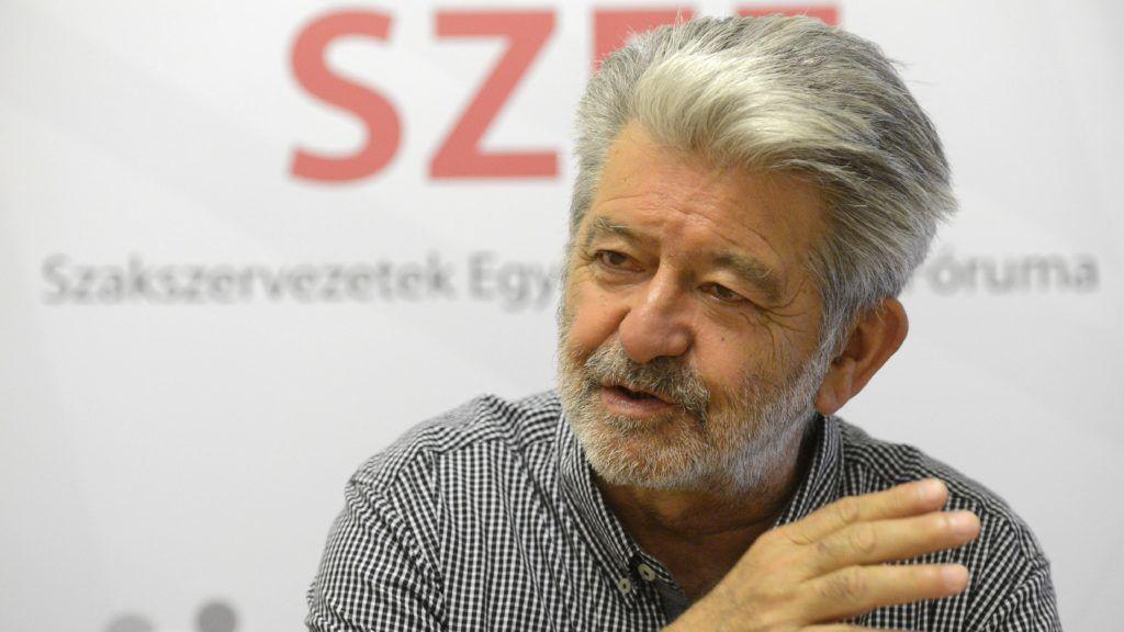 Budapest, 2015. július 22. Földiák András, a Szakszervezetek Együttmûködési Fórumának (SZEF) újonnan megválasztott elnöke sajtótájékoztatót tart a SZEF-székházban 2015. július 22-én. MTI Fotó: Soós Lajos