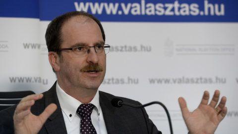 Budapest, 2018. április 8.Patyi András, a Nemzeti Választási Bizottság (NVB) elnöke a Nemzeti Választási Iroda (NVI) budapesti székházában tartott sajtótájékoztatón az országgyűlési képviselő-választás napján, 2018. április 8-án.MTI Fotó: Soós Lajos