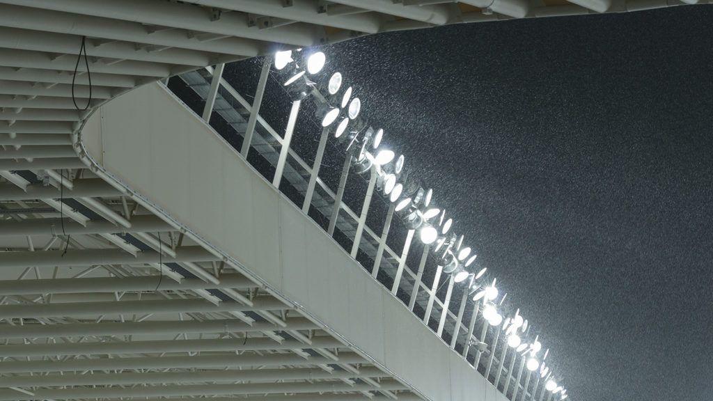 Debrecen, 2014. január 25.Az épülő Nagyerdei Stadion első, teljes világításpróbája Debrecenben 2014. január 25-én. A 216 lámpatest 1800 lux fényerőt szolgáltat, ez elegendő HD minőségű mozgókép-készítéshez.MTI Fotó: Czeglédi Zsolt
